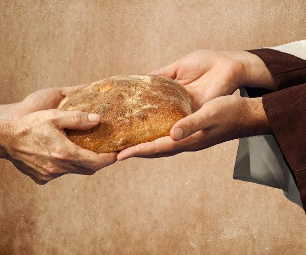 YESUS MEMBERI MAKAN 5.000 ORANG